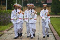 在胡志明陵墓的改变的卫兵 库存图片