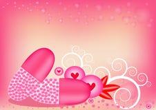 在胶囊的桃红色心形的胶囊 在背景甜桃红色 免版税库存图片
