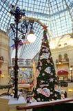 在胶,莫斯科,俄罗斯欢乐内部的圣诞树  免版税库存照片