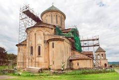 在脚手架在整修时,联合国科教文组织世界遗产名录站点的中世纪修道院复杂Gelati 库存照片