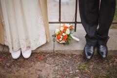 在脚的婚礼花  免版税库存图片