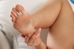 在脚的特写镜头,手指 库存照片