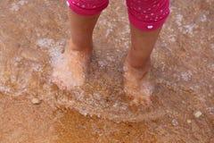 在脚趾的水 免版税库存图片