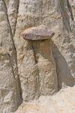 在腐蚀的泥石的Caprock 图库摄影