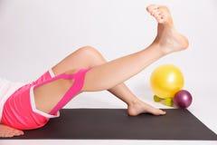 在腿伤以后的修复锻炼 库存照片