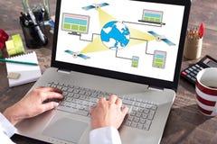 在膝上型计算机屏幕上的卫星网络概念 库存照片