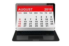在膝上型计算机屏幕的8月2018日历 3d翻译 免版税库存照片
