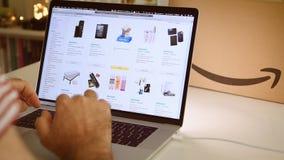在膝上型计算机成交的亚马逊意大利头等天人购物 股票录像