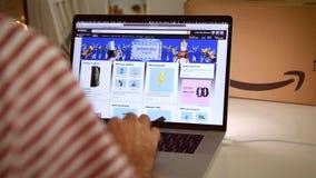 在膝上型计算机成交的亚马逊意大利头等天人购物 股票视频