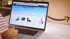 在膝上型计算机成交的亚马逊澳大利亚头等天人购物 股票录像