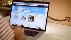 在膝上型计算机成交的亚马逊美国美国头等天人购物 股票视频
