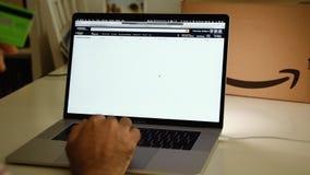 在膝上型计算机成交的亚马逊荷兰头等天人购物 股票录像