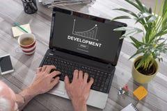 在膝上型计算机的业务发展概念 库存照片
