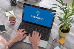 在膝上型计算机的创造性概念 图库摄影