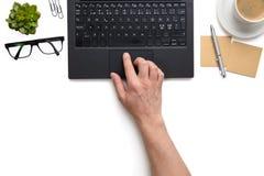 在膝上型计算机的商人感人的触感衰减器在白色被隔绝的背景 库存照片