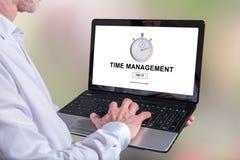 在膝上型计算机的时间安排概念 免版税图库摄影