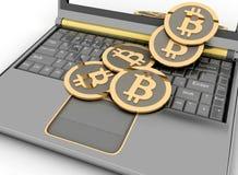 在膝上型计算机的Bitcoins 库存图片
