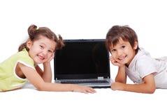 在膝上型计算机的Chidren活动 免版税库存照片