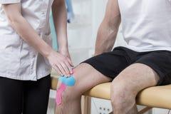在膝盖的人体工学录影 免版税库存图片
