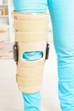 在膝盖笼子的腿 免版税库存图片