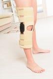 在膝盖笼子的腿 免版税库存照片