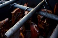 在自创吸烟房烹调的肉 库存图片