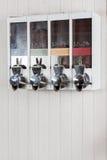 在自动售货机的咖啡豆 免版税库存图片