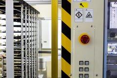 在自动机器的紧急刹车按钮 库存照片