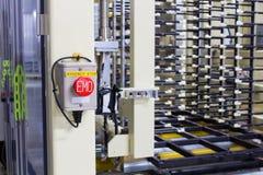 在自动机器的紧急刹车按钮 库存图片
