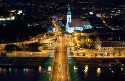 在自动连接点的夜视图在布拉索夫 免版税库存图片