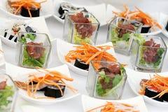 在自助餐桌上的寿司开胃菜 图库摄影