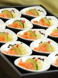在自助餐桌上的熏制鲑鱼开胃菜 库存图片