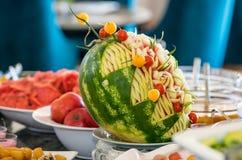 在自助餐的果子点心在五星旅馆的餐馆在Kranevo,保加利亚 免版税库存照片