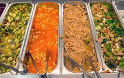 在自助餐的沙拉品种 免版税库存照片