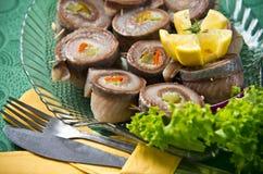 在自助餐盘的鲱鱼劳斯 免版税库存照片