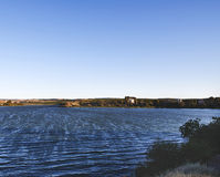在自然中间的一个湖 图库摄影