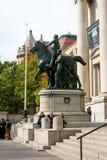 在自然历史博物馆,曼哈顿的西奥多・罗斯福雕象 库存照片