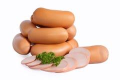 在自然壳的浓香肠 在白色背景隔绝的开胃肉制品 图库摄影