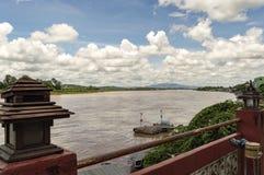 在自然泰国缅甸和的老挝之间的金黄三角边界 免版税库存照片
