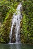在自然洞的瀑布 美之女神巴恩  塞浦路斯 库存图片