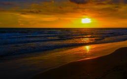 在自然海秀丽的日落  库存图片