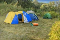 在自然的野营的帐篷 免版税库存照片