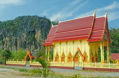 在自然背景的佛教寺庙  库存照片