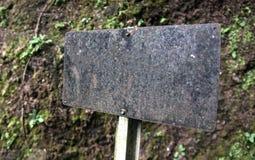 在自然背景隔绝的灰口铁路标 免版税库存照片