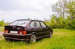 在自然背景5的汽车 免版税图库摄影