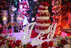 在自然花蛋糕婚姻的装饰 免版税库存图片