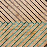 在自然阳光下的五颜六色的木纹理样式 免版税库存照片