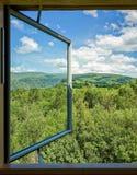 在自然风景的窗口 免版税库存照片
