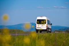 在自然风景题写的货物搬运车 免版税库存照片