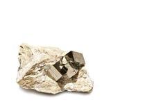 在矩阵的硫铁矿立方体 免版税库存照片